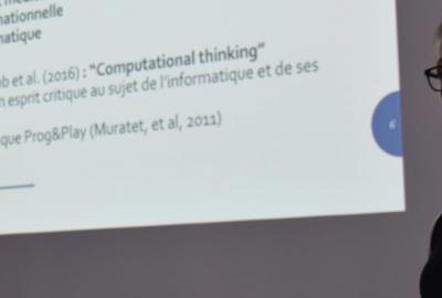 Apprendre l'informatique en jouant: institutionnalisation et transfert des apprentissages